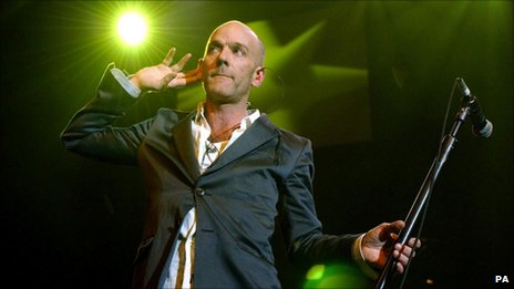 Michael Stipe performing in 2004