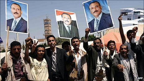 Yemeni men celebrate President Saleh's return. 23 Sept 2011