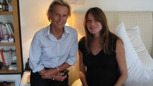 Christine Ockrent (L) and Carla Bruni (R)