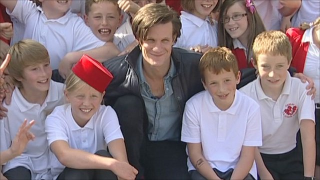 Matt Smith and pupils from Oakley Junior School in Basingstoke
