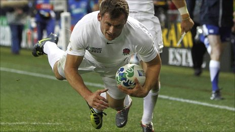 Mark Cueto dives over to score against Romania