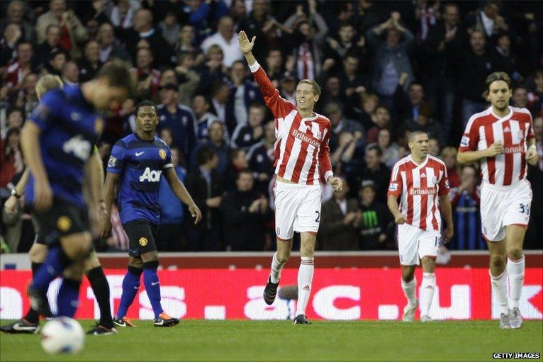 Peter Crouch scores Stoke's equaliser against Man Utd