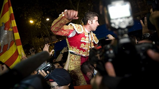 Bullfighter Serafin Marin leaves the bullring in Barcelona