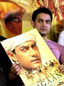 Aamir Khan with Lagaan poster