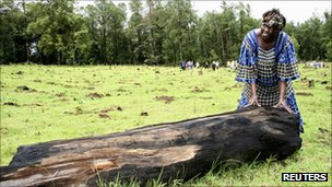 Wangari Maathai with log