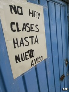 Sign on a school door in Acapulco saying: No classes until further notice