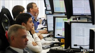 Trader watch their screens on the Troika Dialog trading floor in Moscow September 26, 2011. Falling oil prices and risk aversion sent the Russian rouble to its weakest level since mid-August 2009 and hit stocks after Prime Minister Vladimir Putin announced he would return to the Russian presidency.