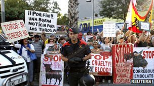 Anti-bullfight protest outside the Monumental arena