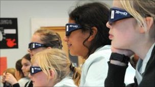 Pupils using 3D in the classroom