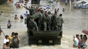 Philippines marines involved in rescue operation in Calumpit township - 2 October