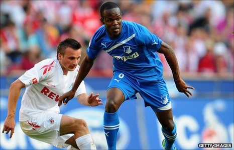 Slawomir Peszko of Cologne and Knowledge Musona (right)