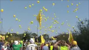 Protesters release balloons