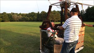 Philippe Croizon aboard a hot-air balloon