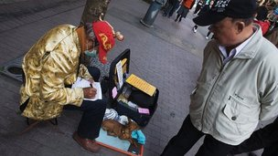 Fortune teller on Taipei street