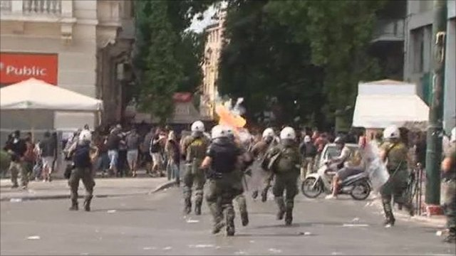 Police clash with protesters in Greece