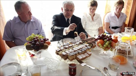 Jaroslaw Kaczynski makes himself a cup of tea on an election campaign visit to the village of Zlota, south of Warsaw, 4 October