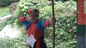 Paicu Luheacana using bow