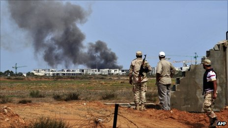 Anti-Gaddafi fighters engaged outside Sirte, 6 October