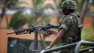 Mexican soldier on guard duty in Veracruz - 22 September 2011