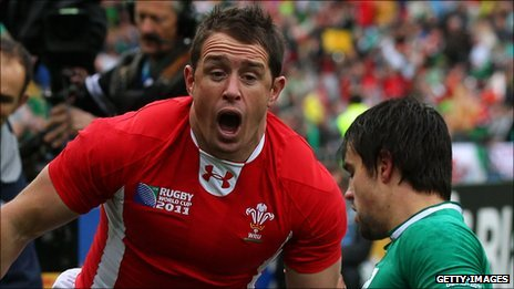 Shane Williams celebrates his try