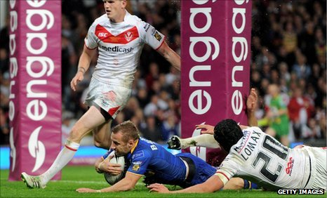 Rob Burrow scores
