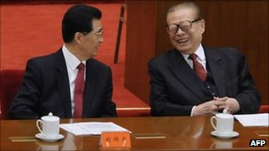 Former Chinese President Jiang Zemin (right) talks to his successor, Hu Jintao, on TV, 9 October