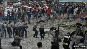 Police and protesters clash in Timika, Papua province, on 10 October 2011