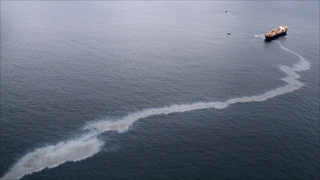 Oil spill from tanker off the coast of New Zealand