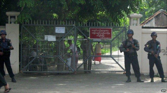 Insein prison, Rangoon, Burma (18 May, 2009)