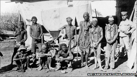 This photo, taken during the 1904-1908 war in Namibia, shows a soldier, probably belonging to German troops, supervising Namibian war prisoners.