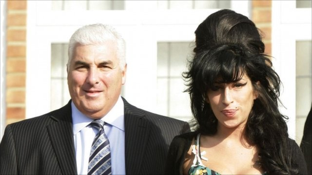 Amy Winehouse (r) and Mitch Winehouse (l)