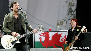 James Dean Bradfield and Nicky Wire