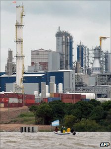 Argentine protesters in front of the pulp mill in file photo from 2007
