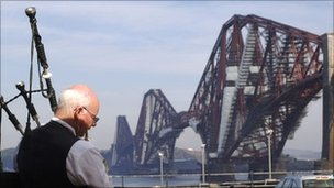 Piper at Forth Bridge