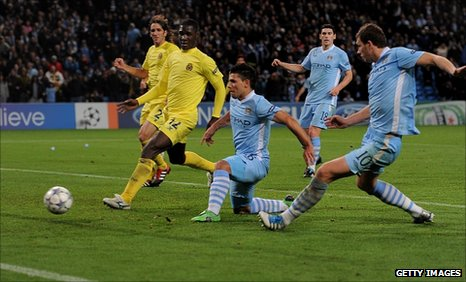 Sergio Aguero of Manchester City scores his team&#039;s second goal 