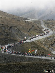 Marchers pass at an altitude of more than 4,000m on their journey to La Paz