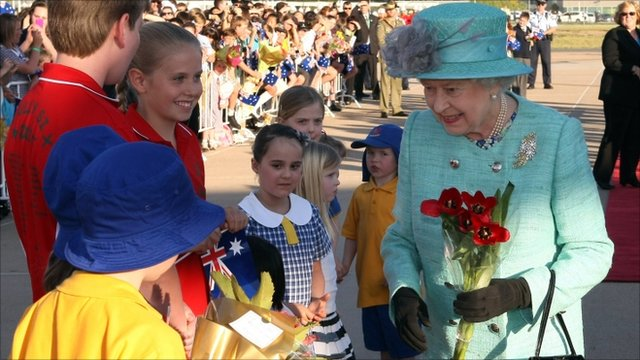 Queen greeted by children in Canberra