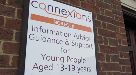 Connexions centre sign