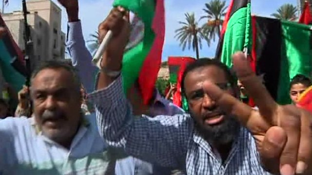 Crowds celebrate in Tripoli