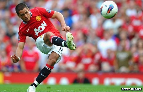 Manchester United striker Javier Hernandez has signed a new five-year contract
