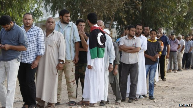 Libyans queue to see Colonel Gaddafi's body