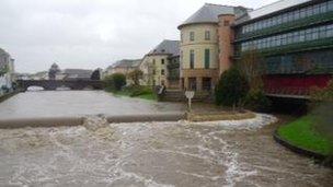 Áradó folyók Anglia délnyugati részén és Észak-Írországban
