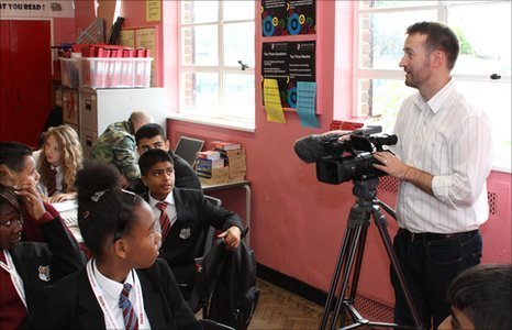 A  BBC mentor shows pupils how to set up a camera