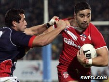 Rangi Chase gets away from France's Vincent Duport
