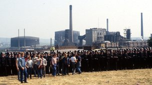 Striking miners at the Orgreave coke depot