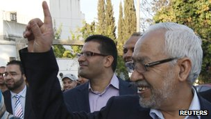 Rachid Ghannouchi turns up to to vote in Tunisia&#039;s election