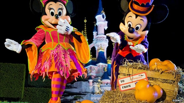 Minnie and Mickey Mouse with the pumpkins