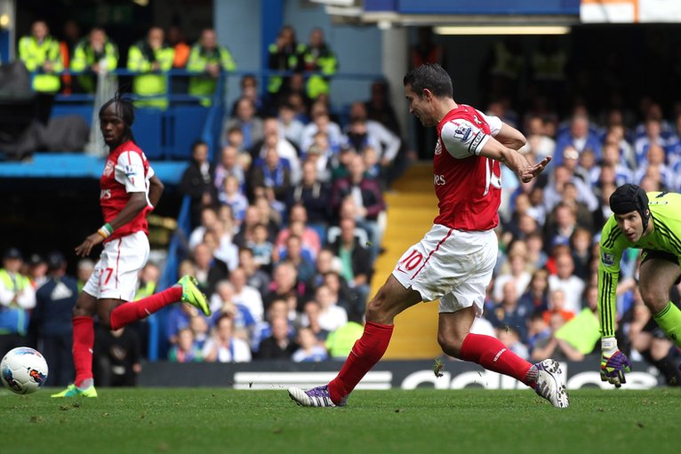 Robin van Persie of Arsenal scores past Chelsea goalkeeper Petr Cech