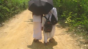 Children going to Sunday Buddhist school in Sri Lanka (Photo: RG Dharmadasa)