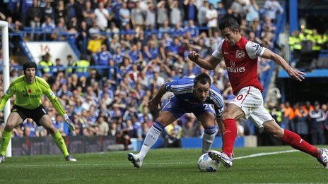 Arsenal&#039;s Robin van Persie takes on Chelsea&#039;s John Terry